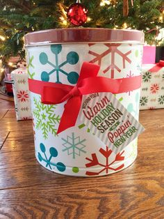 Isn't this a cute way to spruce up those {super addicting} popcorn tins during the holidays! Finley's teachers will be getting one this year...
