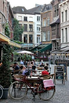 Dining time in Antwerp | Belgium   Photo taken by me (Nacho...