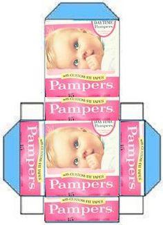 zelf gemaakt met roze printjes op de blauwe pampers doos