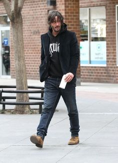 Keanu Reeves Photos Photos - Actor Keanu Reeves is seen greeting a fan while stepping out in New York City, New York on February 1, 2017. - Keanu Reeves Steps Out in NYC