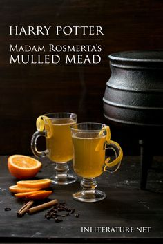 Until we find a way of making the Three Broomsticks our local watering hole we ll sit back enjoy Madam Rosmerta s mulled mead recipe on a chilly evening Harry Potter Film, Fun Drinks, Yummy Drinks, Alcoholic Beverages, Harry Potter Cocktails, Harry Potter Recipes, Honey Mead, Mead Recipe, Healthy Recipes
