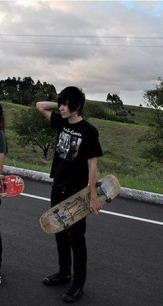A emo boy who can skate is too good to find where I live 😭😭😭😞 Cute Emo Couples, Cute Emo Guys, Hot Emo Boys, Emo Girls, Scene Couples, Emo Love, Emo Fashion, Unique Fashion, Estilo Punk Rock