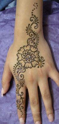 henna hand design - open floral
