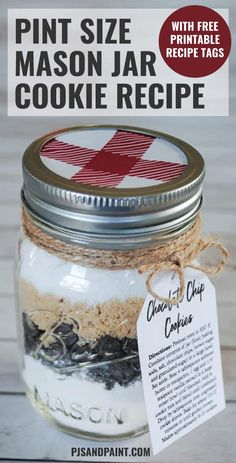 printable chocolate cookie recipe mason chip with free mix jar tag in a Chocolate Chip Cookie Mix in a Mason Jar With Free Printable Recipe TagYou can find Brownies in a jar and more on our website Mason Jar Cookie Mix Recipe, Jar Mix Recipe, Cookie Mix Jar, Mason Jar Mixes, Mason Jar Cookies, Chocolate Chip Cookie Mix In A Jar Recipe, Oatmeal Cookies In A Jar Recipe, Mason Jar Tags, Mason Jar Desserts