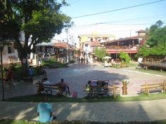 A Praça da Vila durante o dia.