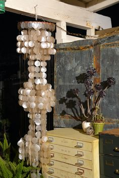 Ivory White Capiz Shell 3-Tier Chandelier: от MerlesVintage