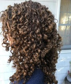 Curly Hair Care Products for All Curl Kind Dyed Curly Hair, Colored Curly Hair, Curly Hair Care, Long Curly Hair, Big Hair, Curly Hair Styles, Natural Hair Styles, Curly Girl, Brown Curly Hair