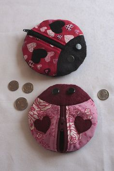 Lovebug Coin Purses by gray_skies_blue, via Flickr --- this project is from Everyday Handmade, which I have - this is a cute version of the zippy!