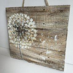 Bei 12 x 12 Zoll diese schöne Kunst auf Palettenholz, bietet Ihnen etwas sehr einzigartiges um Ihr Zuhause schmücken. Es geht gut mit rustikalen oder Land Stil Häuser oder Häuser, die etwas Außergewöhnliches suchen.  Diese wunderschöne handgemalte Stück kann auch außerhalb Ihres Hauses beleben. Es sieht awesome, wenn auf der vorderen Veranda oder hinteren Decks angezeigt. Dieses Stück kann auch nach Ihren Wünschen angepasst werden. Schickt mir einfach eine Nachricht und wir werden etwas…