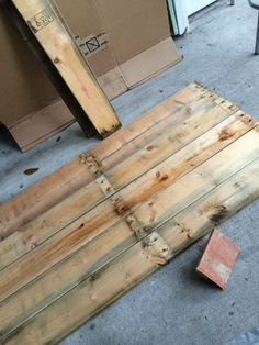 After you've broken it down, sand the wood and reassemble it so that there are no gaps between the planks. Wooden Cable Spools, Alleyway, Party Props, Unique Lighting, Planks, Dog Houses, Rustic Charm, String Art, Wood Art