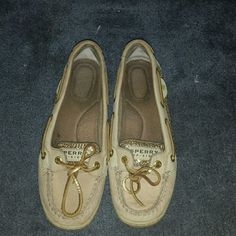 Serry top siders Genlty worn sperrys. Gold sequins sides. Worn maybe 4 times great condition Sperry Top-Sider Shoes