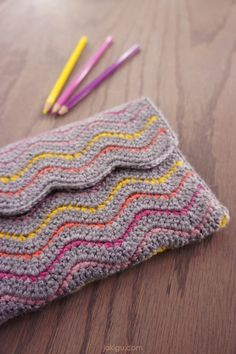 Simple crochet clutch / journal cover / book cover. FREE Pattern and easy-to-follow instructions coming December 2017. #crochet #ripplestitch #bookcover #clutch