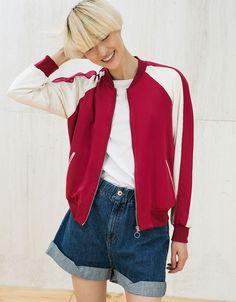 Bomber bicolor satinada bordado espalda - Abrigos y chaquetas - Bershka España