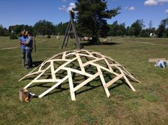 Геодом BY Garden Projects, Wood Projects, Wood Crafts, Diy And Crafts, Tensile Structures, Timber Structure, Geodesic Dome, Pavilion, Wood Art