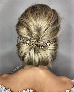 Gorgeous updo wedding hairstyle - bridal hairstyle ideas #hairstyle #weddinghair #hairstyles #weddinghairstyles