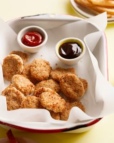 Easy Chicken Nuggets delivers on the easy part of its name, but they're insanely delicious too. It's a recipe request that I received tons of emails and… Chicken Nuggets, Baby Food Recipes, Chicken Recipes, Easy Recipes, Cooking Recipes, Toddler Lunches, Toddler Food, Toddler Dinners, Recipes