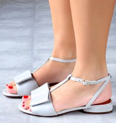 Chie Mihara shoes, sandals, blocs and boots. Buy now original, feminine footwear. Designer shoes of maximum comfort! Fab Shoes, Blue Shoes, Me Too Shoes, Casual Shoes, Girls Sandals, Beach Sandals, Bridal Shoes, Shoes Online, Leather Sandals