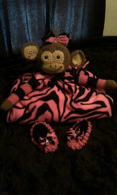 Cute n cuddle monkey blanket with matching shoes. Made by me :D