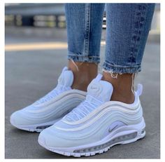 Dr Shoes, Cute Nike Shoes, Cute Nikes, Cute Sneakers, Nike Air Shoes, Hype Shoes, Girls Sneakers, Sneakers Fashion, Vans Shoes