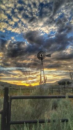 Photography Secrets The Pros Don't Want You To Know Beautiful Sky, Beautiful Landscapes, Beautiful World, Beautiful Places, Country Barns, Old Barns, Country Living, Country Life, French Country