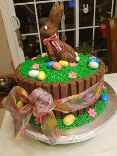Want to bake an Easter Cake? Bake a cute & traditional Bunny Cake this Easter. Make your Easter brunch special with these festive Easter Bunny Cake Recipes. Easter Cake Easy, Easter Bunny Cake, Easter Cupcakes, Easter Candy, Easter Cookies, Bunny Cakes, Flower Cupcakes, Christmas Cupcakes, Easter Table
