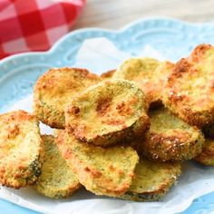 The Creative Bite Recipes Airfryer Parmesan Dill Fried Pickle Chips are a quick and easy 5 ingredient appetizer made extra crunchy in your Airfryer without all the fat from oil. This low-fat snack is sure to satisfy your craving for something salty! Air Fryer Recipes Videos, Air Fryer Recipes Low Carb, Air Fryer Recipes Breakfast, Air Fryer Dinner Recipes, Appetizer Recipes, Airfryer Breakfast Recipes, Air Fryer Recipes Snacks, Low Fat Dinner Recipes, Fried Pickle Chips