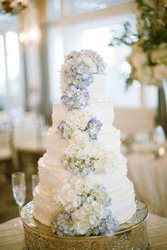 Centerpiece idea...hydrangeas. I like the colors together- blue flowers, white flowers, and a little green