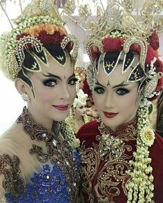 Inspired by @riscaputri -  Jogja paes ageng muslim n non muslim With @deviilukita  Make up by @kharismawedding9 n @weddingkusumadewi  http://gelinshop.com/ipost/1523597847991526796/?code=BUk6CueFaWM