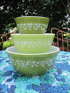 Crazy Daisy Spring Blossom Pyrex Mixing by MamabirdsVintage