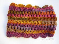 Hoy os traigo otro tutorial para hacer un cuello muy   vistoso. Se trata de un cuello tipo moebius o infinito hecho   a crochet. Es una téc...