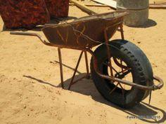 1x2 drive sand modified wheelbarrow Kghalagadi Botswana - genius Appropriate Technology, Wheelbarrow, Garden Tools, Cool Designs, Africa, Cool Stuff, Projects, Log Projects, Blue Prints