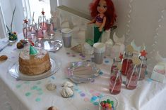 sweet table mer. Anniversaire sirène. #sirene #anniversairesirene #mermaidbirthday Carton Invitation, Bar Cart, Mermaid, Table, Towel Paper, Ariel The Little Mermaid, Tables, Desk, Tabletop
