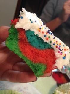 Tie dye cupcake !