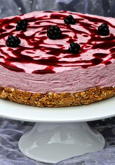 Gluten Free Alchemist: Blackberry-Coconut Chocolate Nobble Cheesecake for September's 'Back to School - Something New' themed Love Cake. Dairy Free Cheesecake, Coconut Cheesecake, Cheesecake Bites, Cheesecake Recipes, Blackberry Dessert, Blackberry Cheesecake, Blackberry Recipes, Fluff Desserts, No Bake Desserts