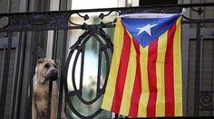Katalánská vlajka na barcelonském balkónu