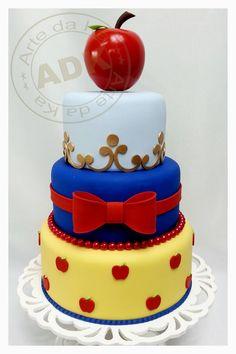 Snow White birthday cake. Idea for Snow White's tier in Isabella's 1st birthday cake