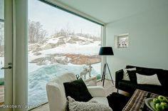Living room with a beautiful view / Olohuone, josta aukeaa kaunis näkymä
