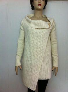 Sweater (poncho type) made of white cask wool Poncho Sweater, High Neck Dress, Wool, Sweaters, Dresses, Fashion, Turtleneck Dress, Vestidos, Moda