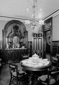 Use These Interior Planning Ideas – Lastest Home Design Victorian Rooms, Victorian House Interiors, Old Victorian Homes, Victorian Furniture, Victorian Decor, Vintage Interiors, Victorian Era, Vintage Homes, Victorian Houses
