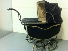 OLD DOLLS PRAM 1920'S BLACK IN GOOD CONDITION BLACK WITH CREAM LINING |