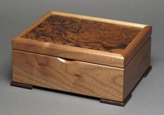 This keepsake box is made using the finest domestic exotic woods available. Its a traditional box that is built to last generations. It would look great on a dresser as a catch-all and makes a great gift for a man or women. Some unique features: Small Wooden Boxes, Wooden Jewelry Boxes, Small Boxes, Woodworking Box, Woodworking Projects, Fish Wood Carving, Wooden Box Designs, Wooden Fish, Small Wood Projects