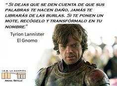 Tyrion Lannister es el tercer hijo de Lord Tywin Lannister y Lady Joanna Lannister, y hermano menor de Cersei y Jaime Lannister. A Tyrion se le suele conocer en Los Siete Reinos de Poniente con el apodo de el Gnomo o Mediohombre debido a su enanismo. Tyrion tiene piernas cortas y torcidas, una frente prominente, ojos desiguales de color verde y negro, y cabello lacio y rubio casi blanco.