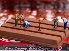 Employing everyday objects, foods and miniature models of people, photographer William Kass creates beautiful scenes of a imaginative miniature world. Miniature Photography, Toys Photography, People Photography, Photo Macro, Minis, Miniature Calendar, Kit Kat Bars, Tiny World, Malm