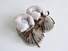 chaussons de bébé tricotés à la main (marron-beige)