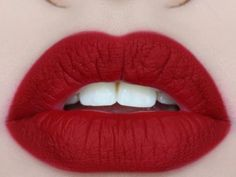 5 Tips for Quick Beautiful Matte Lips - Ever since I got into make-up, I've had a thing for matte lip colors. But if you thought glossy lip colors are hard to keep then matte lips are harder Just Beauty, All Things Beauty, Beauty Make Up, Diy Beauty, Perfect Makeup, Pretty Makeup, Perfect Lipstick, Perfect Eyeliner, Matte Red Lips