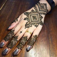 Latest Beautiful Henna/Mehndi Designs for Hands 2020 Indian Henna Designs, Mehndi Designs For Girls, Unique Mehndi Designs, Wedding Mehndi Designs, Mehndi Designs For Fingers, Beautiful Henna Designs, Wedding Henna, Henna Tattoo Hand, Henna Body Art