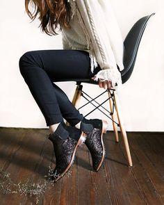 Nuestras botinetas Monterrey son lo más!!!! #boots #shoesoftheday #misvh #bootie #shoes #eames #black #winter