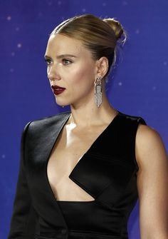 Scarlett Johansson, Colin Jost - Scarlett Johansson Photos - World Premiere Of Walt Disney Studios Motion Pictures 'Avengers: Endgame' - Red Carpet - Zimbio Scarlett Johansson, Avengers, Sleek Updo, Red Carpet Hair, Romanogers, Lob Hairstyle, Walt Disney Studios, Hollywood Walk Of Fame, Keira Knightley