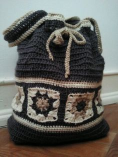 I need to make a bag like this. Like, right now. How am I going to find time/yarn/$/muscle for allll of these awesome crochet projects I want to do?!