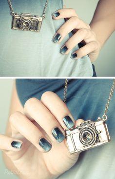 Camera Necklace and Ombre nail art. Gradient Nails, Shellac Nails, Nails Inc, Blue Nails, Acrylic Nails, Nail Polish, Ombre Nail, Garra, Hair And Nails